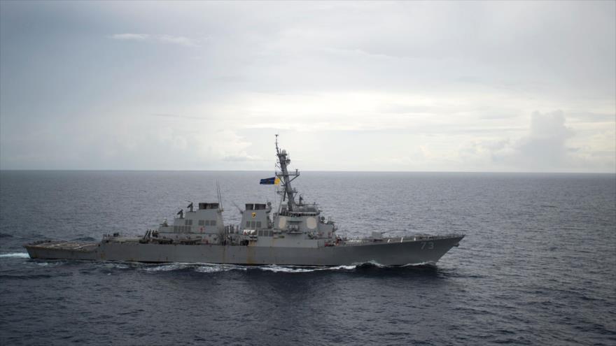 Destructor de la Armada de EE.UU. USS Decatur (DDG 73) en aguas del mar de la China Meridional, 21 de octubre de 2016. (Foto: AFP)