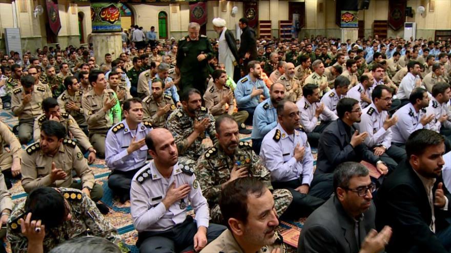 Militares iraníes rinden homenaje a los mártires de Ahvaz