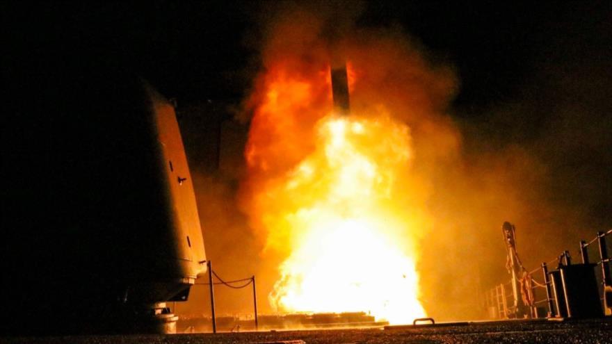 Misil de fabricación estadounidense Tomahawk, lanzado contra el territorio sirio, 14 de abril de 2018.