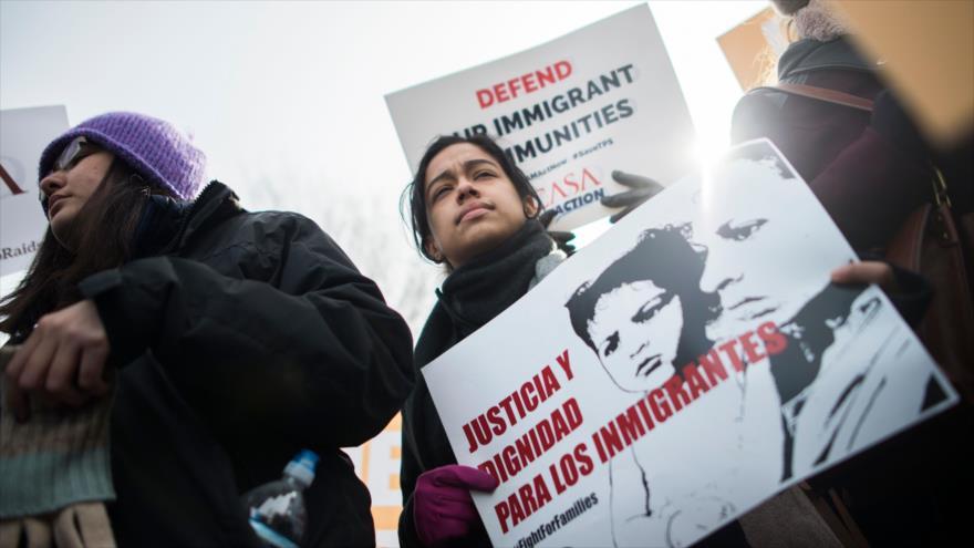 Juez de EEUU desafía a Trump y prohíbe suspensión de TPS