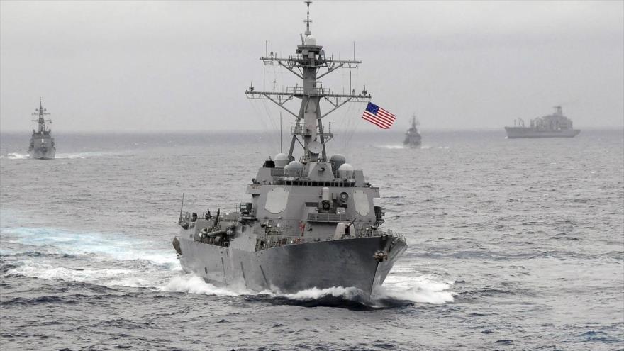 Un destructor de misiles guiados de la Armada de EE.UU. en el Océano Pacífico.