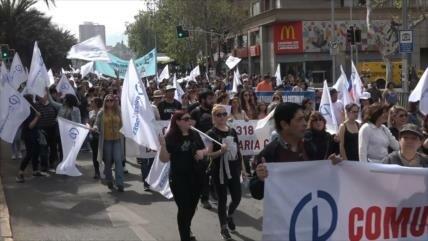 """Profesores chilenos rechazan """"arrogancia"""" del Gobierno de Piñera"""