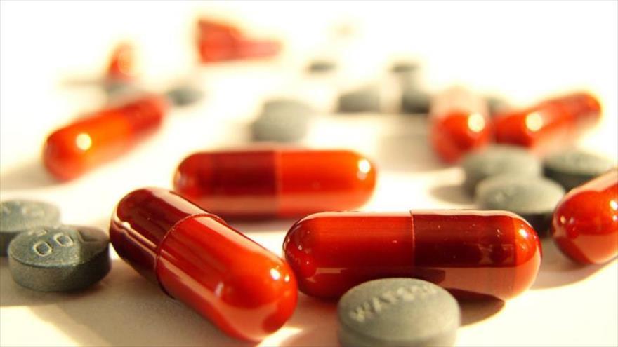 Investigadores descubren que el ciprofloxacino, uno de los antibióticos más utilizados, afecta el genoma.