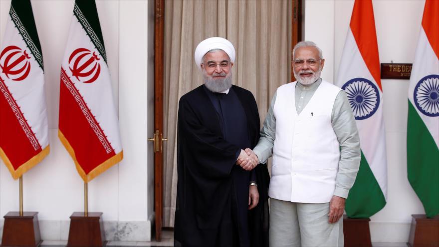 El presidente de Irán, Hasan Rohani (izq.), y el premier indio, Narendra Modi, en una reunión en Nueva Delhi, 17 de febrero de 2018. (Foto: Reuters)