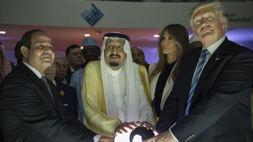 De dcha. a izq.: El presidente de EE.UU., Donald Trump, el rey Salman y el presidente de Egipto, Abdel Fatah al-Sisi, 21 de mayo de 2017. (Foto: AFP)