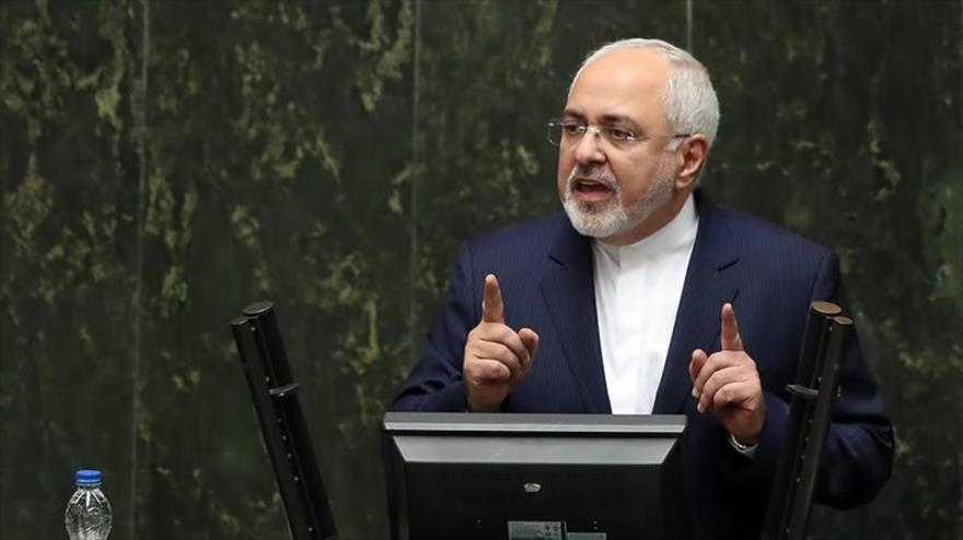 El canciller de Irán, Mohamad Yavad Zarid, da un discurso ante el Parlamento iraní (Mayles), en Teherán, 7 de octubre de 2018. (Foto: Tasnim)