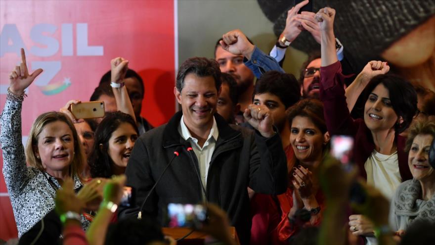 El candidato a la presidencia brasileña, Fernando Haddad, habla tras conocerse los resultados electorales, Sao Paulo, 7 de octubre de 2018. (Foto:AFP)