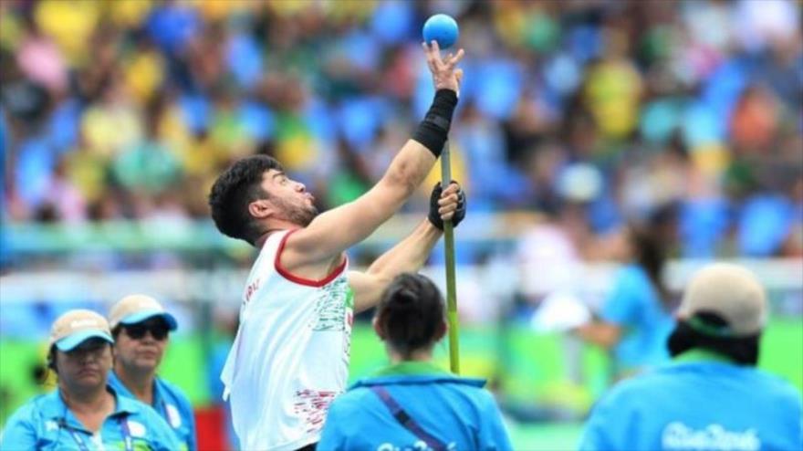 El deportista iraní Younes Saifipur participa en los Juegos Paraolímpicos de Río de Janiero 2016.