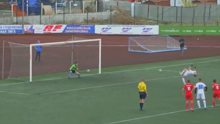Vídeo: Futbolista ruso anota un penalti dando un salto mortal