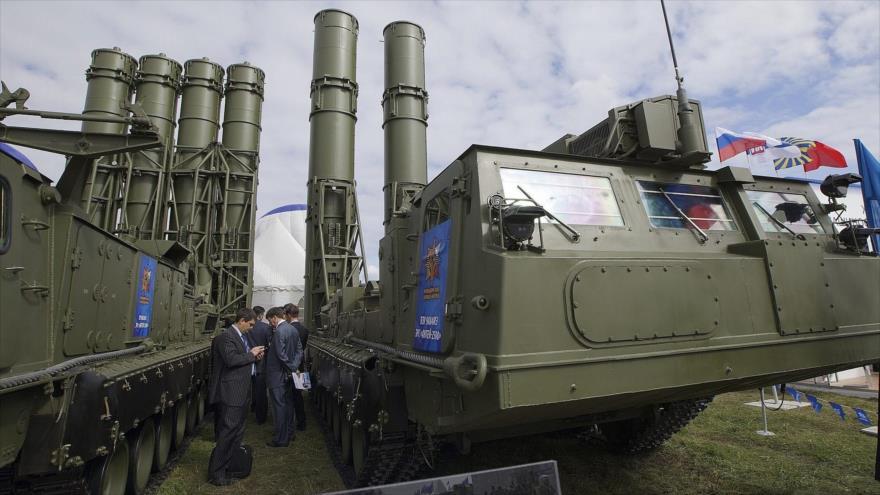 Sistemas de defensa antiaérea S-300, de fabricación rusa.