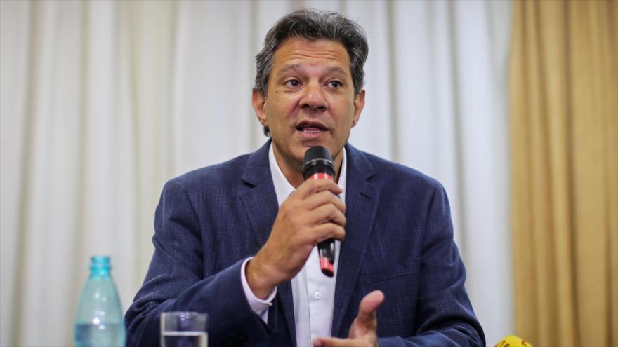 El candidato presidencial por el Partido de los Trabajadores (PT), Fernando Haddad, durante una conferencia de prensa, Curitiba, 8 de octubre de 2018.