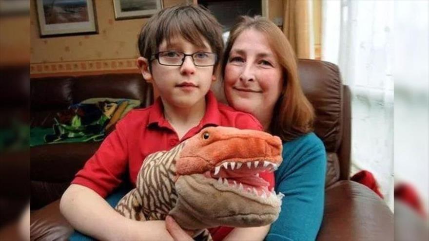 Este niño británico, de 6 años de edad, logra la mayor indemnización de la historia del Reino Unido.