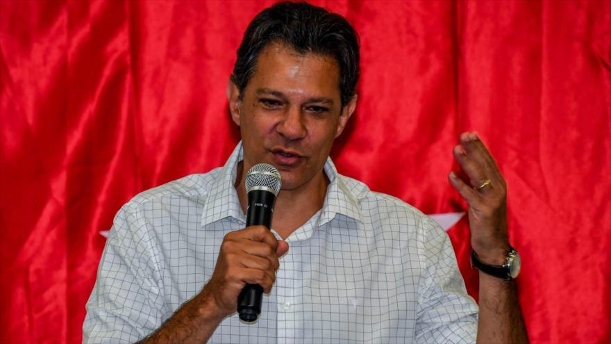 El líder del Partido de los Trabajadores (PT), Fernando Haddad, habla en un mitin en Sao Paulo, 9 de octubre de 2018. (Fuete: AFP).