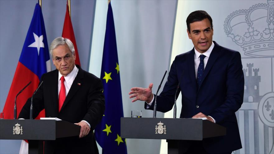 El presidente del Gobierno español, Pedro Sánchez (dcha.) y su homólogo chileno, Sebastián Piñera, Madrid, 9 de octubre de 2018. (Foto: AFP).