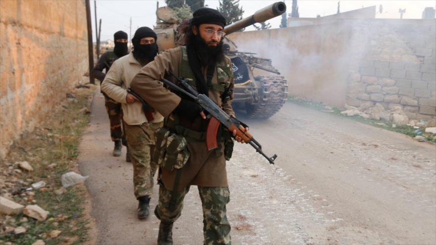 Daesh ataca al Frente Al-Nusra y roba 2 bombonas de cloro en Siria