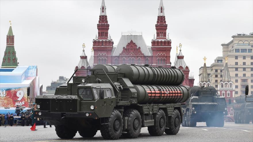 Misiles S-400 Triumf de Rusia recorren la Plaza Roja durante el desfile militar del Día de la Victoria en Moscú, 9 de mayo de 2017.