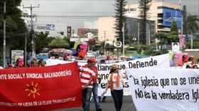 Salvadoreños exigen juicio contra implicados en asesinato de Romero