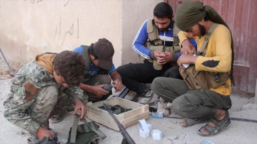 Terroristas del Frente Al-Nusra (autoproclamado Frente Fath Al-Sham) en la provincia siria de Alepo, 6 de agosto de 2016 (Foto: AFP).