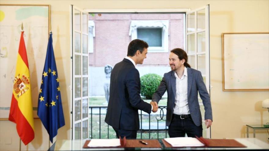 El presidente del Gobierno español, Pedro Sánchez (izq.), y el líder de Podemos, Pablo Iglesias, en el Palacio de la Moncloa, 11 de octubre de 2018.