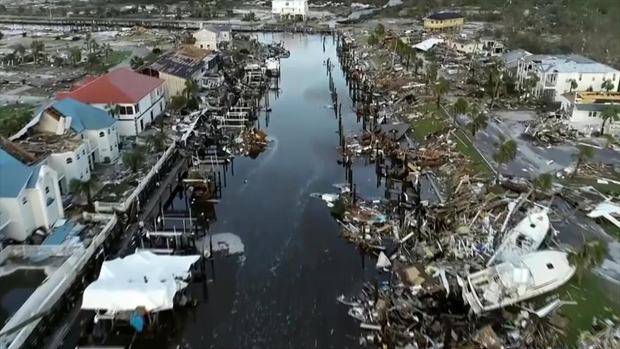 A los desastres naturales en EEUU le siguen los desastres de Trump
