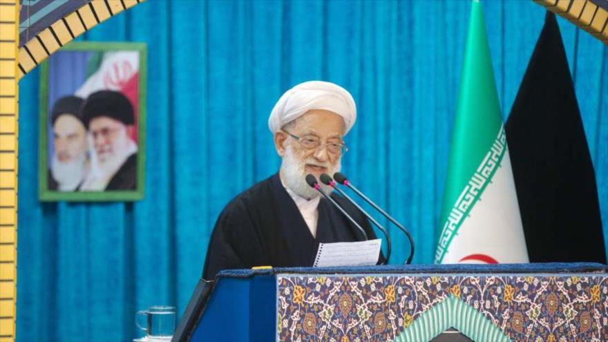 El Imam del rezo de este viernes de Teherán, el ayatolá Mohamad Emami Kashani, dando un discurso, 12 de octubre de 2018. (Foto:IRNA)