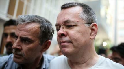 Turquía ordena liberación de pastor estadounidense Brunson