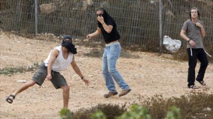 Colonos israelíes apedrean y matan a una palestina en Cisjordania