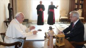 El papa expulsa a dos obispos chilenos por abusos a menores