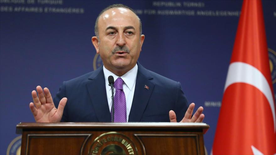 El canciller de Turquía, Mevlut Cavusoglu, habla en una confrencia en Ankara (capital), 3 de octubre de 2018. (Foto: AFP)