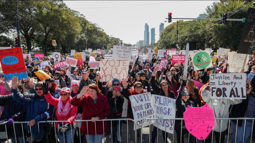 Estadounidenses protestan contra política 'antimujeres' de Trump