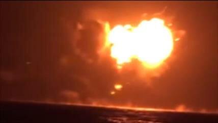 Vídeo: Destrucción de buque emiratí por las fuerzas yemeníes