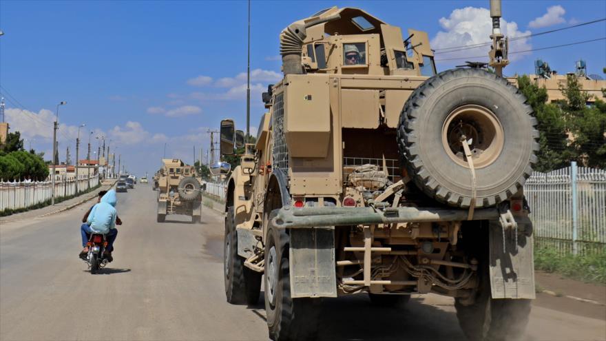 Vehículos de la llamada coalicón anti-EIIL en la provincia siria de Al-Hasaka, 5 de junio de 2018. (Foto: AFP)
