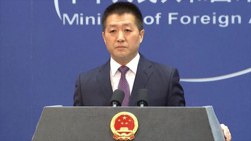 El portavoz del ministerio de Asuntos Exteriores de China, Lu Kang.