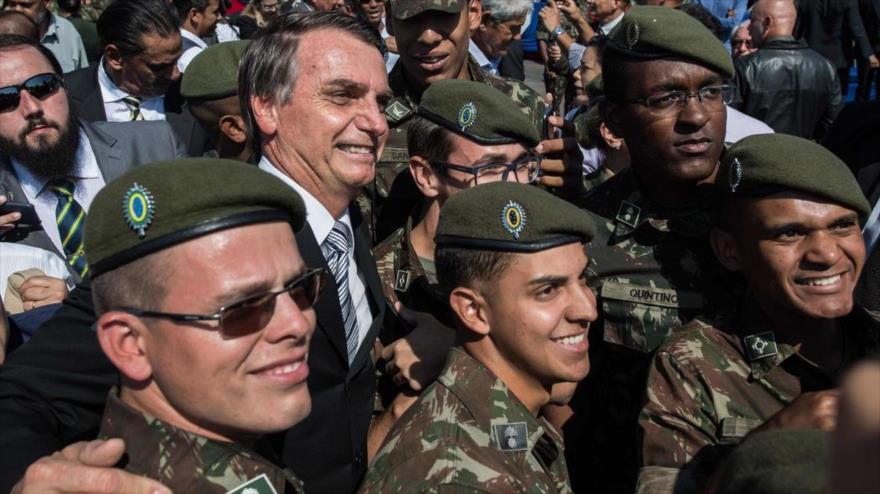 Bolsonaro dice que los capitanes del Ejército van a mandar en Brasil
