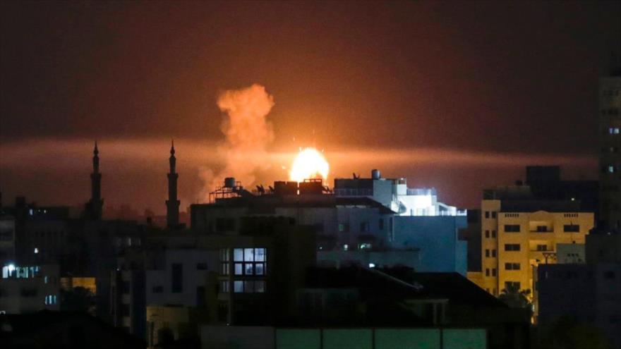 Una explosión en la Franja de Gaza tras un ataque aéreo israelí.