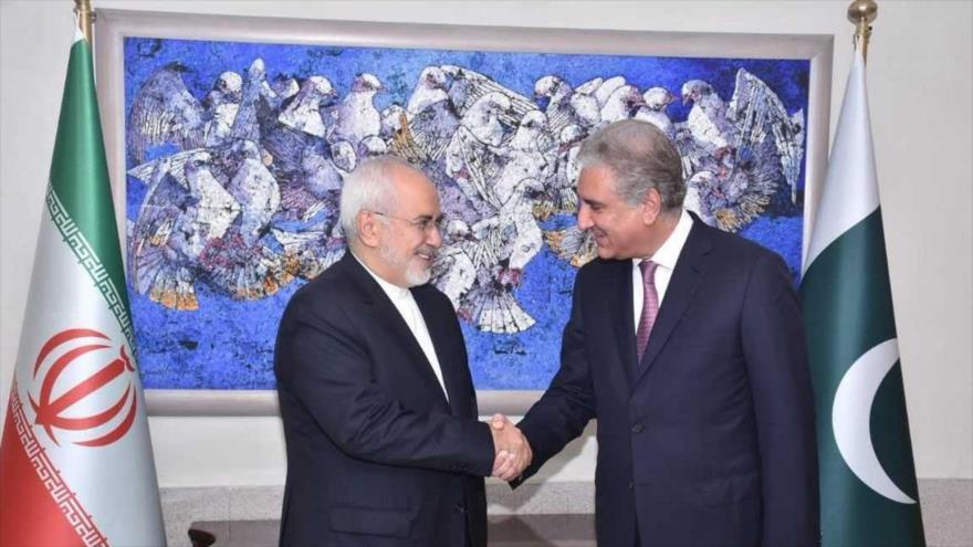 Los cancilleres de Irán, Mohamad Yavad Zarif (izda.), y de Paquistán, Shah Mahmud Qureshi, reunidos en Islamabad, 31 de agosto de 2018.