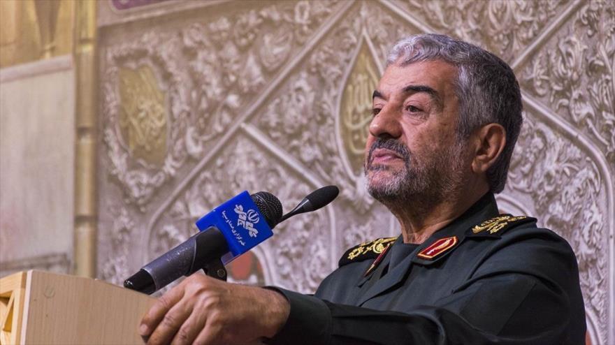 El comandante en jefe del Cuerpo de Guardianes de la Revolución Islámica de Irán, Mohamad Ali Yafari, habla en un acto oficial, 17 de octubre de 2018.