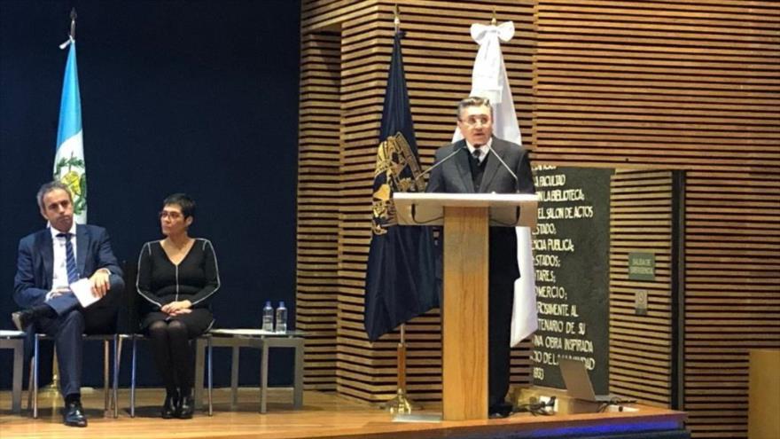 El presidente de la CNDH, Luis Raúl González Pérez, en el VIII Congreso de Derecho Sanitario, 18 de octubre de 2018.