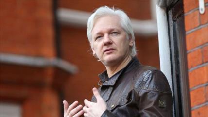 Assange demanda a Ecuador por 'aislamiento y amordazamiento'