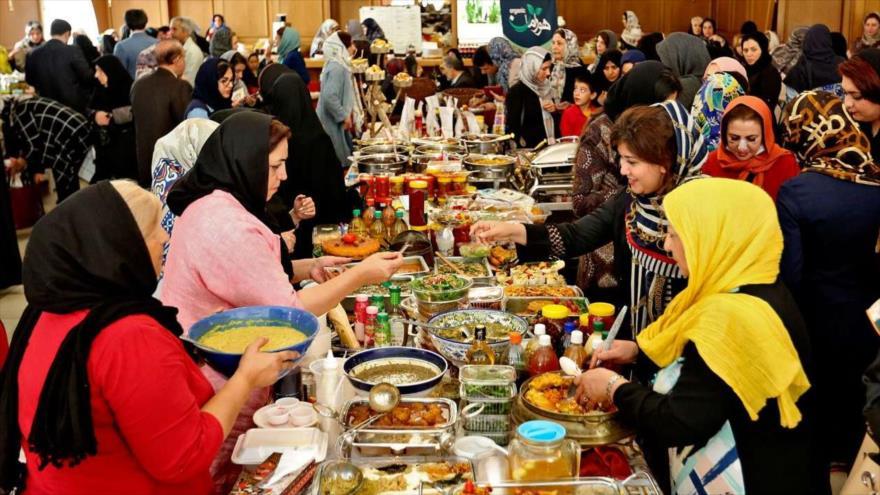 Festival de Comida y Artesanía de esposas de diplomáticos en Irán