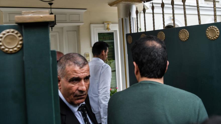 Una delegación saudí visita el consulado de Arabia Saudí en Estambul, Turquía, 17 de octubre de 2018. (Foto: AFP)