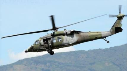 Mueren 4 personas al estrellarse un helicóptero militar en Colombia