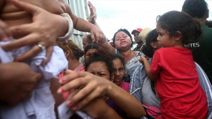 México abre frontera a caravana de migrantes hondureños