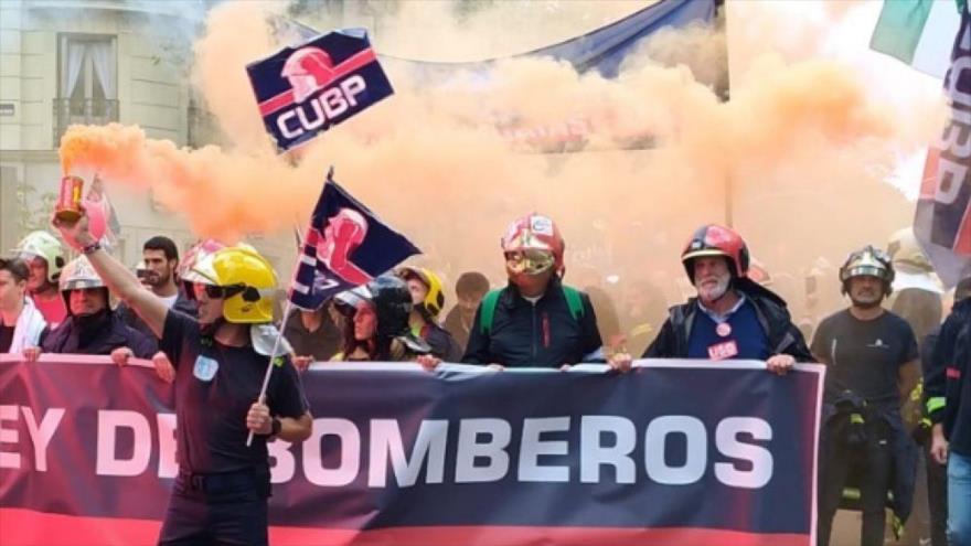 Bomberos españoles denuncian la privatización de su sector