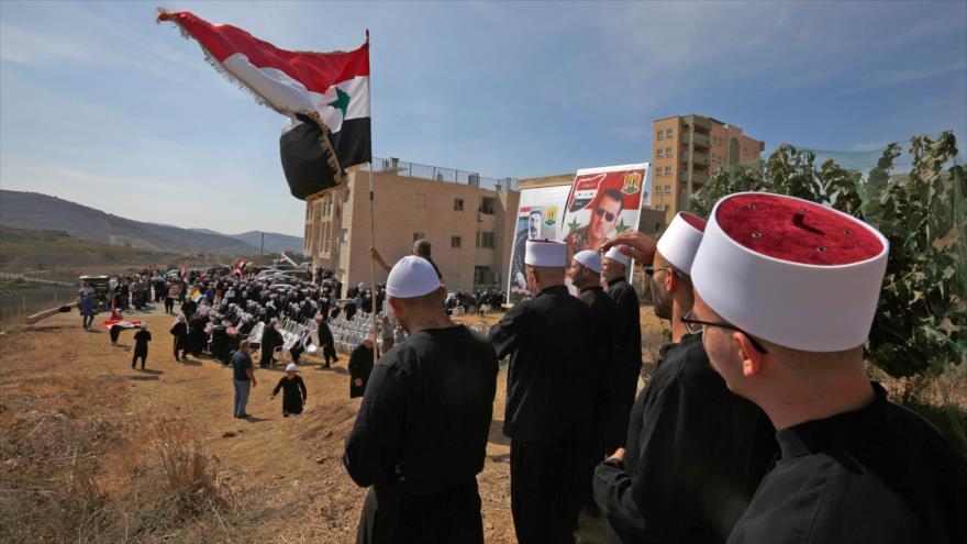 Sirios drusos conmemoran la guerra árabe-israelí de 1973 en los altos del Golán, ocupados por Israel, 6 de octubre de 2018. (Foto: AFP)