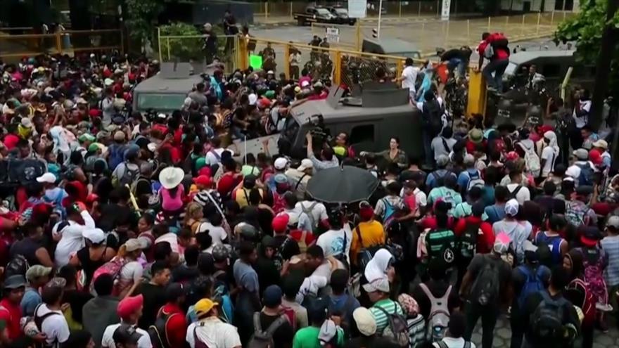 Policía de México bloquea el paso de migrantes hondureños