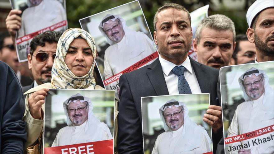 Informe: Riad despliega ejército online para reprimir a los críticos