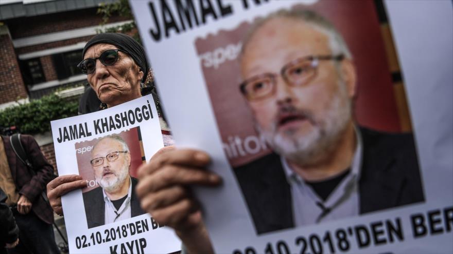 Activistas se reúnen frente al consulado de Arabia Saudí en Estambul para protestar por la desaparición del periodista Jamal Khashoggi, 8 de octubre de 2018. (Foto: AFP)