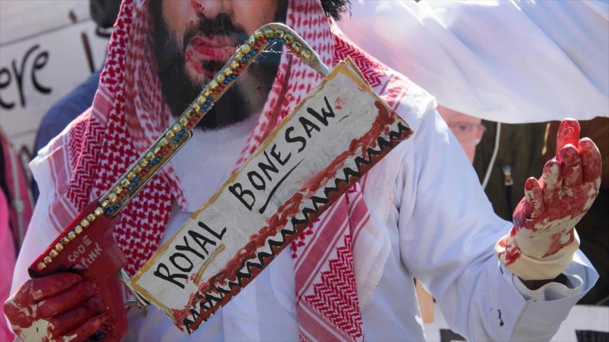 Activistas protestan frente a la Casa Blanca contra Donald Trump y Muhamad bin Salman por el caso de Jamal Khashoggi, 19 de octubre de 2018. (Foto: AFP)