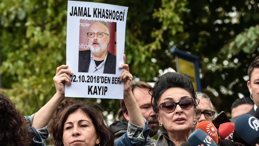 Activistas protestan frente al consulado saudí en Estambul por la desaparición del periodista saudí, Yamal Jashoggi, 9 de octubre de 2018. (Foto: AFP)